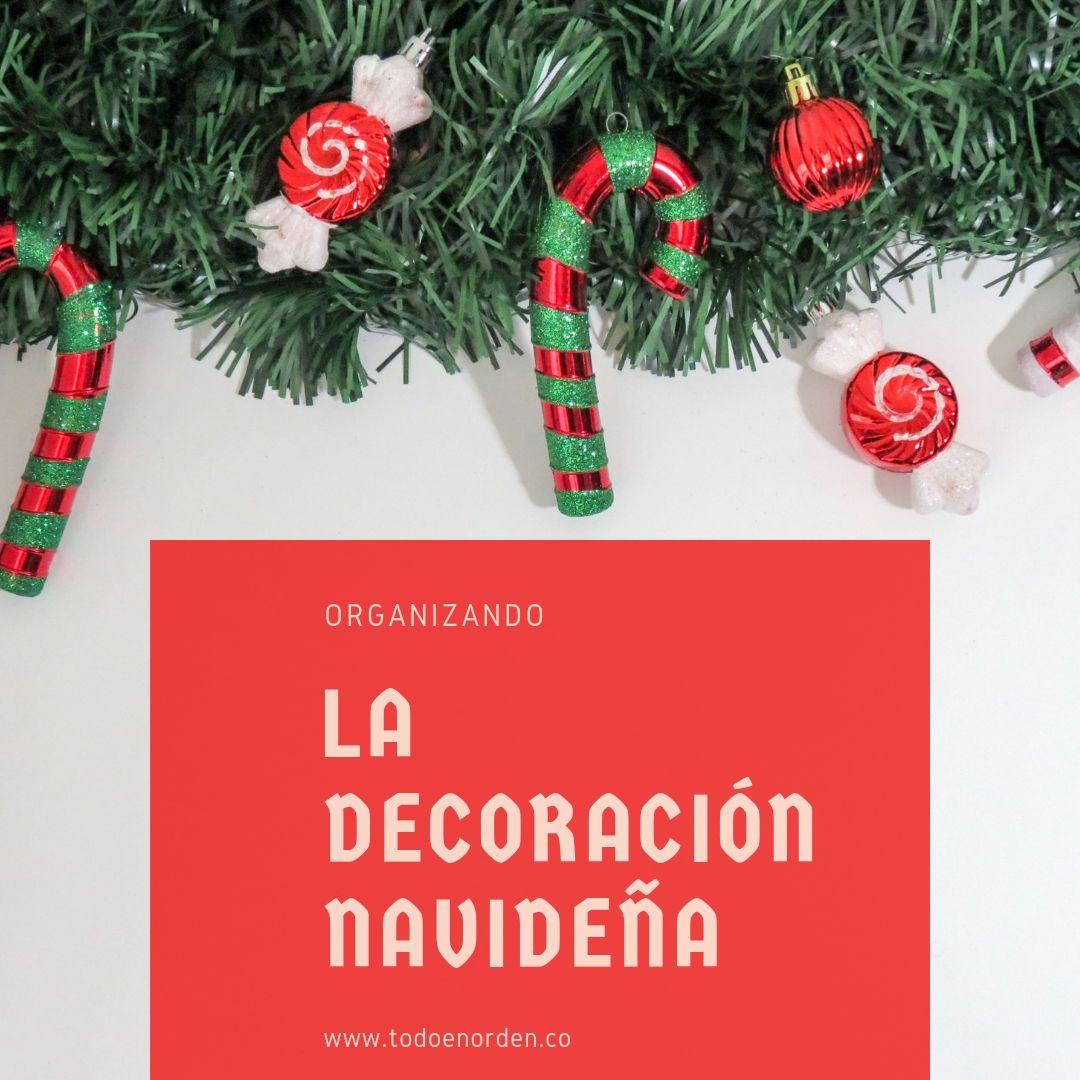 organizando la decoración navideña
